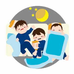 男の子3人が寝てる