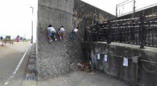 壁の前の斜めの部分正面